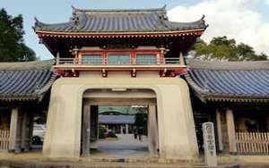 Anrakuji, temple 6 du pèlerinage de Shikoku. Vue de l'entrée principale avec Tsuyado